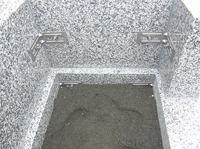 ステンレス金具による外柵・石塔の施工例