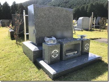 伊豆伊東市天城霊園芝生墓地のお墓の完成事例2 (1)
