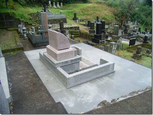 お墓の雑草対策なら石井石材へ (1)