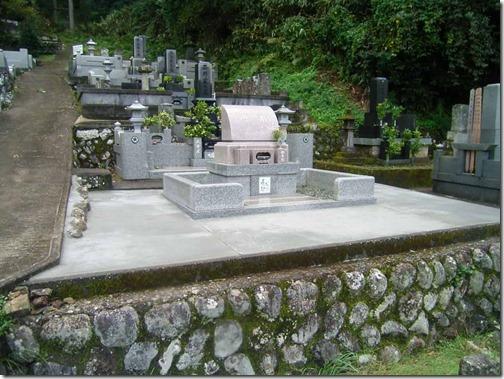 お墓の雑草対策なら石井石材へ (2)