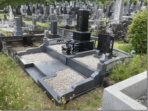 墓地お墓の雑草対策玉石貼りなら河津伊東伊豆の石井石材2