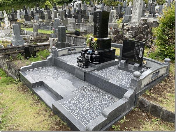 墓地お墓の雑草対策玉石貼りなら河津伊東伊豆の石井石材1